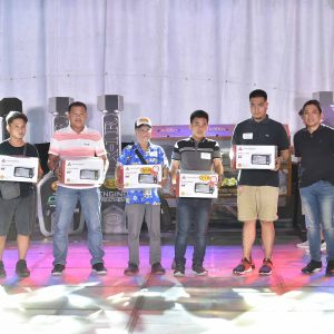 Cecil-Capacete-Deputy-General-Manager-Suzuki-Philippines-with-Raffle-Winners-