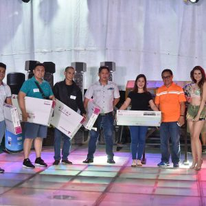 PDI-Vice-President-Jong-Arcano-and-Host-Samantha-with-the-5-winners-of-32-Inch-TV
